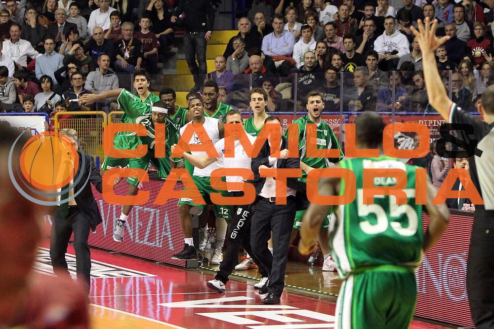 DESCRIZIONE : Venezia Lega A 2012-13 Umana Reyer Venezia Sidigas Avellino<br /> GIOCATORE : team sidigas avellino<br /> CATEGORIA :  esultanza<br /> SQUADRA : Umana Reyer Venezia Sidigas Avellino<br /> EVENTO : Campionato Lega A 2012-2013<br /> GARA : Umana Reyer Venezia Sidigas Avellino<br /> DATA : 06/01/2013<br /> SPORT : Pallacanestro<br /> AUTORE : Agenzia Ciamillo-Castoria/G.Contessa<br /> Galleria : Lega Basket A 2012-2013<br /> Fotonotizia :  Venezia Lega A 2012-13 Umana Reyer Venezia Sidigas Avellino<br /> Predefinita :