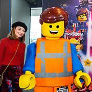 NLD/Utrecht/20190203- Première De LEGO Film 2, Georgina Verbaan met een lego pop