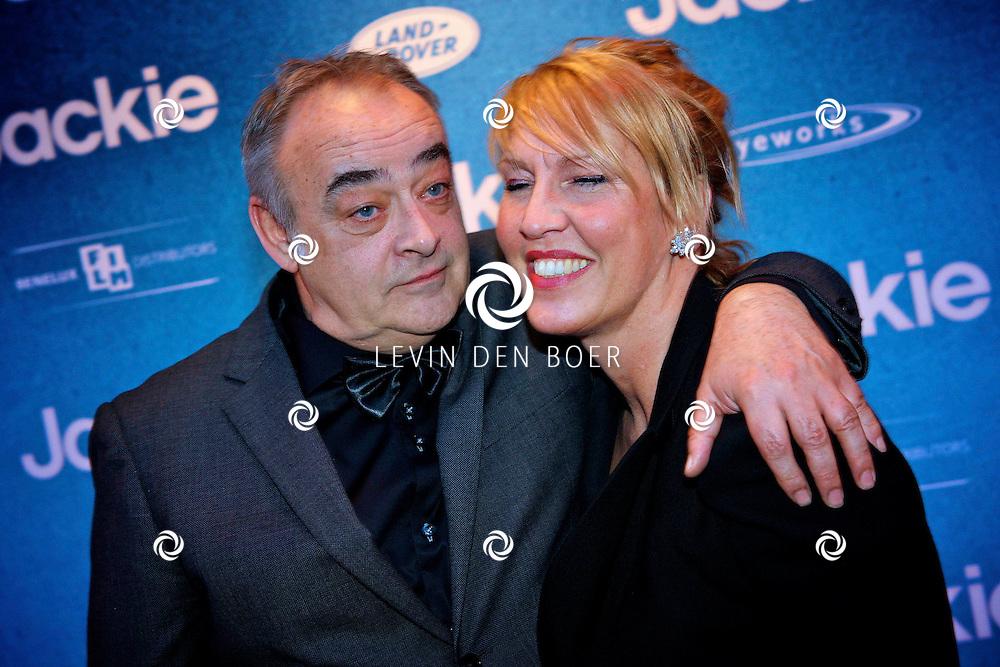 AMSTERDAM - In DeLaMar theater is de filmpremiere van Jackie.  Met op de foto Paul Hoes en zijn vrouw. FOTO LEVIN DEN BOER - PERSFOTO.NU