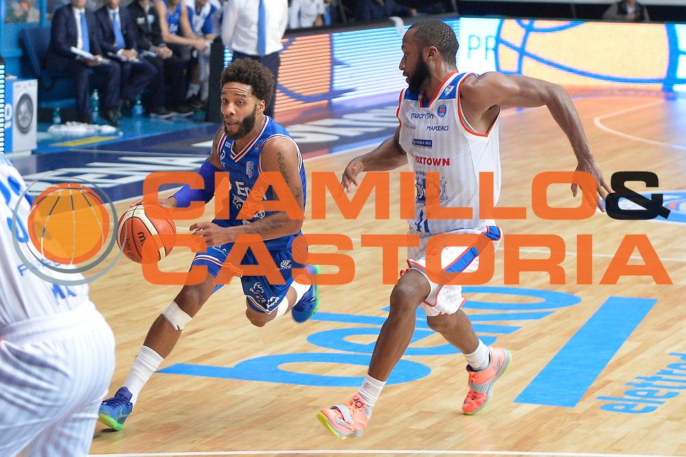 DESCRIZIONE : Cantu, Lega A 2015-16 Acqua Vitasnella Cantu' Enel Brindisi<br /> GIOCATORE : Adrian Banks<br /> CATEGORIA : Penetrazione<br /> SQUADRA : Enel Brindisi<br /> EVENTO : Campionato Lega A 2015-2016<br /> GARA : Acqua Vitasnella Cantu' Enel Brindisi<br /> DATA : 31/10/2015<br /> SPORT : Pallacanestro <br /> AUTORE : Agenzia Ciamillo-Castoria/I.Mancini<br /> Galleria : Lega Basket A 2015-2016  <br /> Fotonotizia : Cantu'  Lega A 2015-16 Acqua Vitasnella Cantu'  Enel Brindisi<br /> Predefinita :