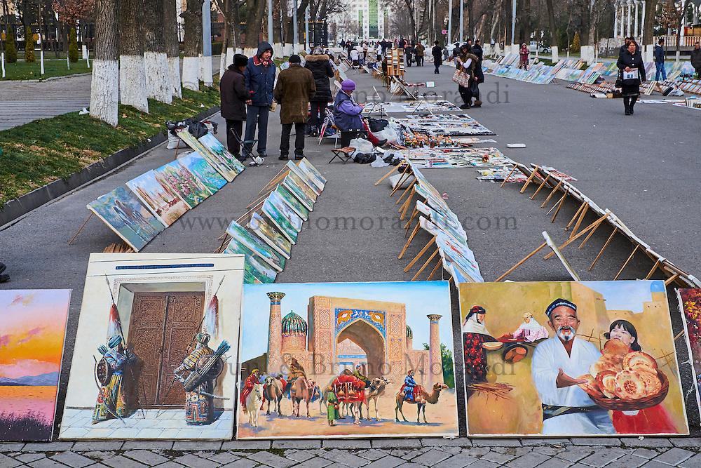 Ouzbekistan, Tashkent, peintre sur Broadway avenue // Uzbekistan, Tashkent, painter on Broadway avenue