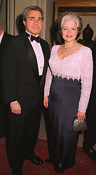 The USA AMBASSADOR MR PHILIP LADER and MRS LADER, at a dinner in Berkshire on 19th November 1998.MME 35