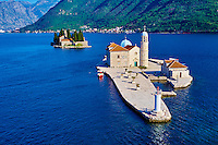 Monténégro, côte Adriatique, les bouches de Kotor, Perast, iles Saint Georges et Notre-Dame-du-Récif // Montenegro, Adriatic coast, Bay of Kotor, Perast, Island of St. George and Our Lady of the Rock island
