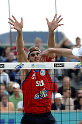 26-08-2006: VOLLEYBAL: NESTEA EUROPEAN CHAMPIONSHIP BEACHVOLLEYBALL: SCHEVENINGEN<br /> Kobel, Stefan (SWI)<br /> ©2006-WWW.FOTOHOOGENDOORN.NL