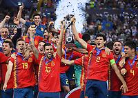 FUSSBALL UEFA U21-EUROPAMEISTERSCHAFT FINALE 2019  in Italien  Spanien - Deutschland   30.06.2019 JUBEL Sieger Spanien; Siegerehrung Dani Ceballos (li) und Jesus Vallejo (re) mit Pokal