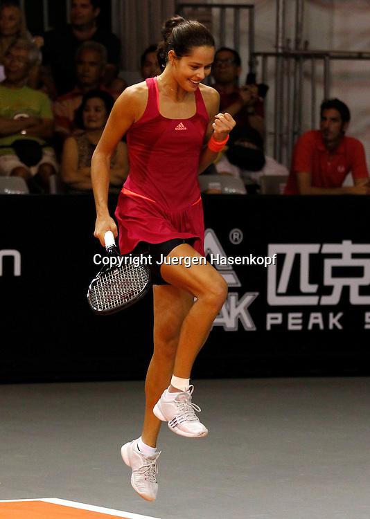 Commonwealth Bank Tournament of Champions  2011, WTA Tour, Damen Hallen Tennis Turnier in Bali ,Indonesien,.Ana Ivanovic (SRB) springt hoch,macht die Faust und jubelt,Jubel,.Emotion,Einzelbild,Hochformat,Ganzkoerper,
