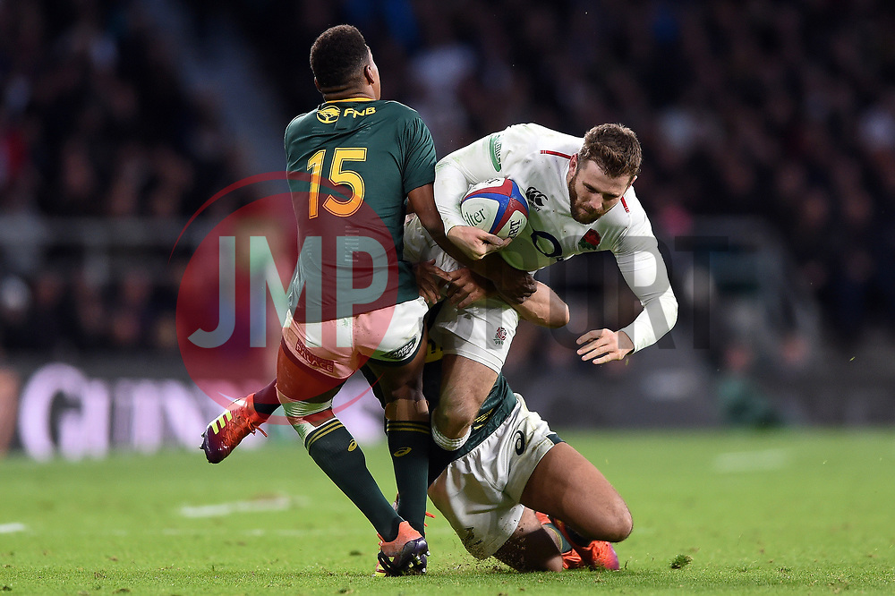 Elliot Daly of England is double-tackled - Mandatory byline: Patrick Khachfe/JMP - 07966 386802 - 03/11/2018 - RUGBY UNION - Twickenham Stadium - London, England - England v South Africa - Quilter International