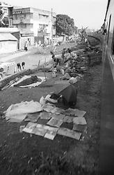 BANGLADESH DHAKA OCT94 - Leaving Kamlapur railway station in Dhaka, and passing through the slums lining the railway tracks heading north...jre/Photo by Jiri Rezac..© Jiri Rezac 1994