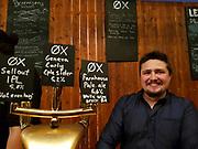 Ølbrygger fra Ox bryggeri i Trondheim. Bryggerifestivalen i forbindelse med mattmessa og Olavsfestdagene 2018, Trondheim. (mobilbilde)