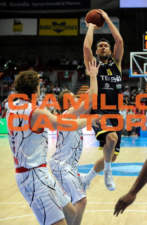 DESCRIZIONE : Bologna Lega Basket A2 2011-12 Morpho Basket Piacenza Tezenis Verona<br /> GIOCATORE : Giorgio Boscagin<br /> CATEGORIA : Tiro<br /> SQUADRA : Tezenis Verona<br /> EVENTO : Campionato Lega A2 2011-2012<br /> GARA : Morpho Basket Piacenza Tezenis Verona<br /> DATA : 05/05/2012<br /> SPORT : Pallacanestro<br /> AUTORE : Agenzia Ciamillo-Castoria/A.Giberti<br /> Galleria : Lega Basket A2 2011-2012 <br /> Fotonotizia : Bologna Lega Basket A2 2011-12 Morpho Basket Piacenza Tezenis Verona<br /> Predefinita :