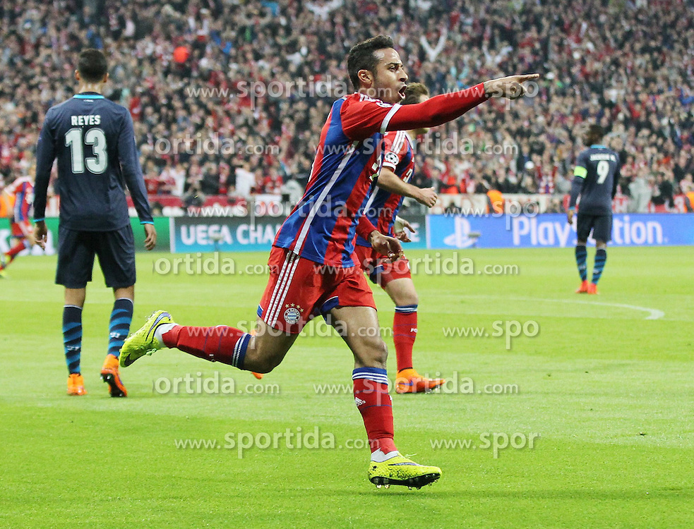 21.04.2015, Allianz Arena, Muenchen, GER, UEFA CL, FC Bayern Muenchen vs FC Porto, im Bild Torjubel von Thiago Alcantara #6 (FC Bayern Muenchen) // during the UEFA Semi Final 2nd Leg Match between FC Bayern Munich and FC Porto at the Allianz Arena in Muenchen, Germany on 2015/04/21. EXPA Pictures &copy; 2015, PhotoCredit: EXPA/ Eibner-Pressefoto/ Kolbert<br /> <br /> *****ATTENTION - OUT of GER*****