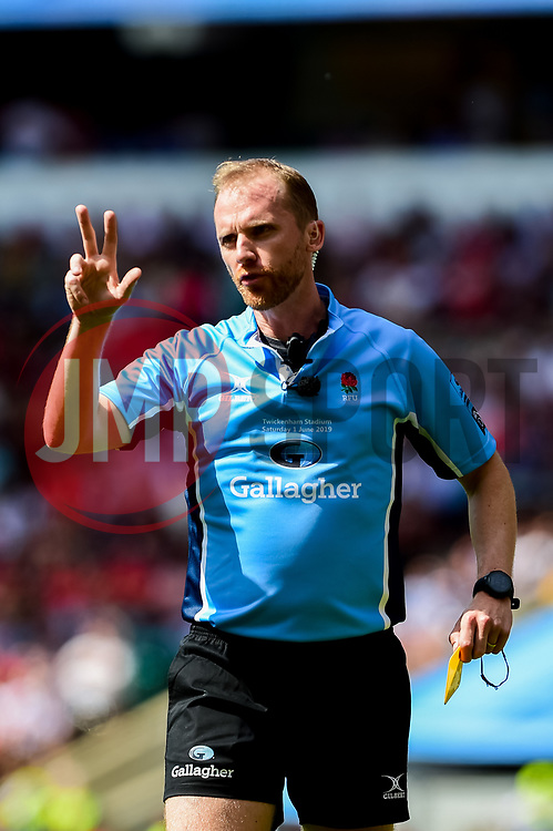 Referee Wayne Barnes - Mandatory by-line: Ryan Hiscott/JMP - 01/06/2019 - RUGBY - Twickenham Stadium - London, England - Exeter Chiefs v Saracens - Gallagher Premiership Rugby Final