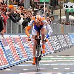Tom Stamsnijder (Rabobank) aan de finish van de Giro in Amsterdam