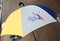 DEN HAAG - Paraplu. de Vrijwilligers voor het World Cup Hockey 2014 kwamen zaterdag in het Kyocera voetbalstadion voor het eerst bijeen. FOTO KOEN SUYK