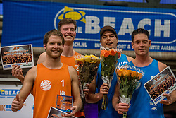 08-01-2017 NED: NK Beachvolleybal Indoor, Aalsmeer<br /> Jannes van der Ham , Robin Kalmeijer, Dirk Boehlé #2 en<br /> Tim Oude Elferink #1