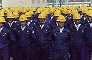 """Daewoo  motors at Inchon (near Seoul). Workers during an opening ceremony. ), produces cars with GM built in Korea and sold mainly in U.S. Ouvriers des usines DAEWOO MOTORS"""" a INCHON ///R27/3    L2566  /  R00027  /  P0003466"""