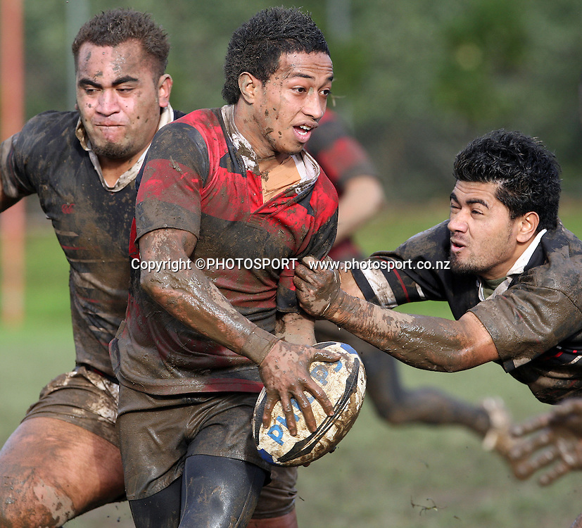 Solomona Silipa looks for support. Manukau v Otahuhu, Final Score 60-8 to Otahuhu, Gallaher Shield, Club Rugby, Williams Park, 19 July 2008. Photo: William Booth/PHOTOSPORT