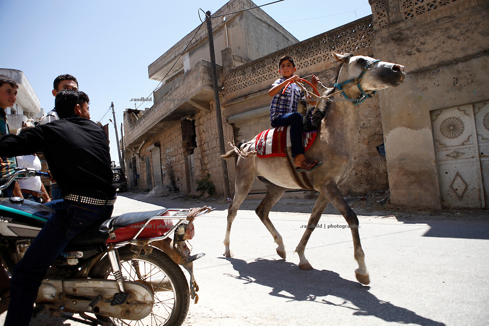 A teenager furiously rides on a horse through the streets of Koreen.<br />