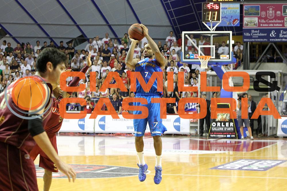 DESCRIZIONE : Venezia Lega Basket A2 2010-11 Playoff Finale Gara 4 Umana Reyer Fastweb Casale Monferrato<br /> GIOCATORE :  Richard JR Hickman<br /> CATEGORIA : Tiro<br /> SQUADRA : Umana Reyer Fastweb Casale Monferrarto<br /> EVENTO : Campionato Lega A2 2010-2011<br /> GARA : Umana Reyer Venezia Fastweb Casale Monferrato<br /> DATA : 19/06/2011<br /> SPORT : Pallacanestro <br /> AUTORE : Agenzia Ciamillo-Castoria/G.Contessa<br /> Galleria : Lega Basket A2 2010-2011 <br /> Fotonotizia : Venezia Lega Basket A2 2010-11 Playoff Finale Gara 4 Umana Reyer Venezia Fastweb Casale Monferrato<br /> Predefinita :