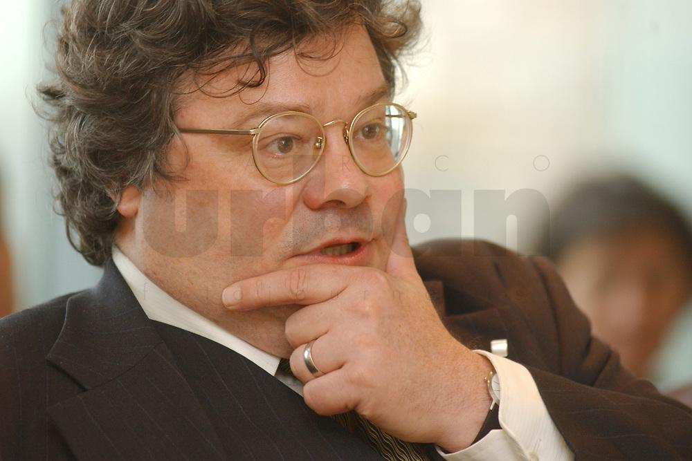 01 NOV 2002, BERLIN/GERMANY:<br /> Reinhard Buetikofer, B90/Gruene Bundesgeschaeftsfuehrer, Workshop Strategien und Praxis in Wahlkampagnen, Sony Center<br /> IMAGE: 20021101-01-115<br /> KEYWORDS: Reinhard B&uuml;tikofer