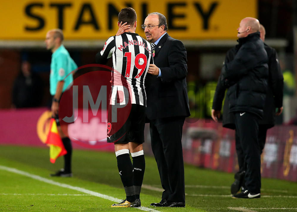 Newcastle United manager Rafa Benitez speaks to Javi Manquillo of Newcastle United - Mandatory by-line: Robbie Stephenson/JMP - 30/10/2017 - FOOTBALL - Turf Moor - Burnley, England - Burnley v Newcastle United - Premier League