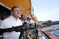 """25 SEP 2006, GOLF VON TADJURA/DJIBOUTI:<br /> Franz Josef Jung, CDU, Bundesverteidigungsminister,  auf der Fregatte """"Schleswig-Holstein"""", die als Flaggschiff Teil des deutschen Marinekontingents der OPERATION ENDURING FREEDOM ist und im Seegebiet am Horn von Afrika operiert<br /> IMAGE: 20060925-01-004<br /> KEYWORDS: Dschibuti, Bundeswehr, Marine, Soldat, Soldaten, Afrika, Africa"""