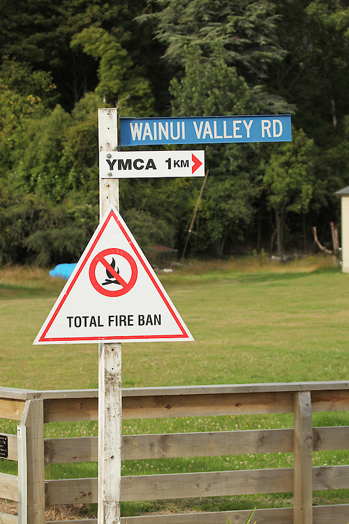 Wainui Valley Road sign, Wainui, New Zealand, Friday, 15 January, 2016.  Credit: SNPA / Pam Carmichael