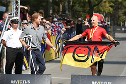 September 27, 2017 - Toronto, Canada - Image licensed to i-Images Picture Agency. 27/09/2017. Toronto, Canada. Prince Harry at the cycling competition on day five of the  Invictus Games in Toronto, Canada.  Picture by Stephen Lock / i-Images (Credit Image: © Stephen Lock/i-Images via ZUMA Press)