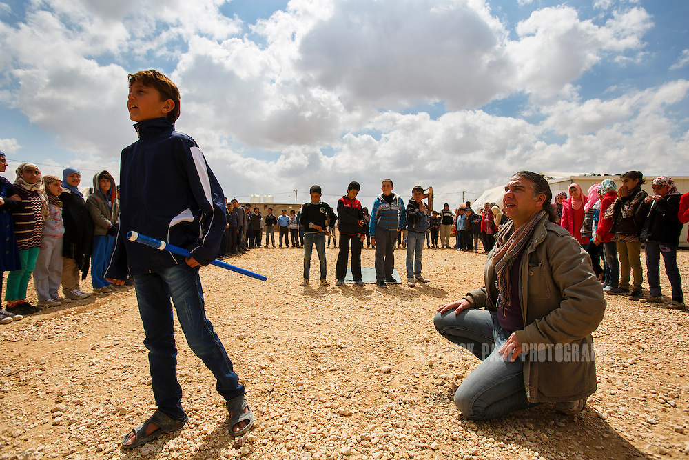Syrian refguee portraying Hamlet, Mehdi (L) performs as Nawar Balbal (R)watches during rehersals in Zaatari Refugee Camp on March 15, 2014 in Al Mafraq, Jordan. (Warrick Page/Reportage by Getty Images for Le Monde)