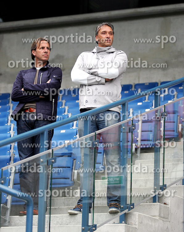 05.06.2012, Henryk Reyman Stadion, Krakau, POL, UEFA EURO 2012, Niederlande, Training, im Bild NA TRENINGU BYL ROBERT MAASKANT BYLY TRENER WISLA KRAKOW // during EURO 2012 Trainingssession of Netherland Nationalteam, at the Henryk Reyman Stadium, Krakau, Poland on 2012/06/05. EXPA Pictures © 2012, PhotoCredit: EXPA/ Newspix/ Michael Nowak..***** ATTENTION - for AUT, SLO, CRO, SRB, SUI and SWE only *****