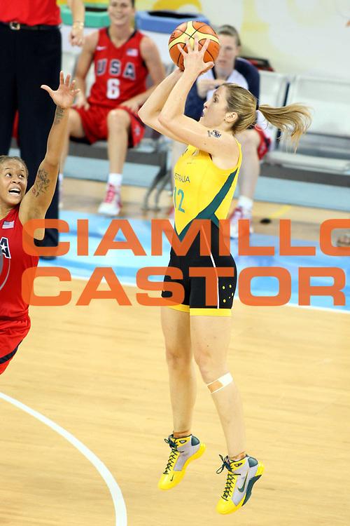 DESCRIZIONE : Beijing Pechino Olympic Games Olimpiadi 2008 Final 1-2 posto place Australia Usa<br />GIOCATORE : Belinda Snell<br />SQUADRA : Australia<br />EVENTO : Olympic Games Olimpiadi 2008<br />GARA : Australia Usa<br />DATA : 23/08/2008 <br />CATEGORIA : Tiro <br />SPORT : Pallacanestro <br />AUTORE : Agenzia Ciamillo-Castoria/G.Ciamillo<br />Galleria : Beijing Pechino Olympic Games Olimpiadi 2008 <br />Fotonotizia : Beijing Pechino Olympic Games Olimpiadi 2008 Final 1-2 posto place Australia Usa<br />Predefinita :