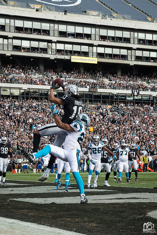 Oakland Raiders wide receiver Seth Roberts (10) catches a pass for a touchdown over Carolina Panthers cornerback Robert McClain (27) at Oakland Coliseum in Oakland, Calif., on November 27, 2016. (Stan Olszewski/Special to S.F. Examiner)
