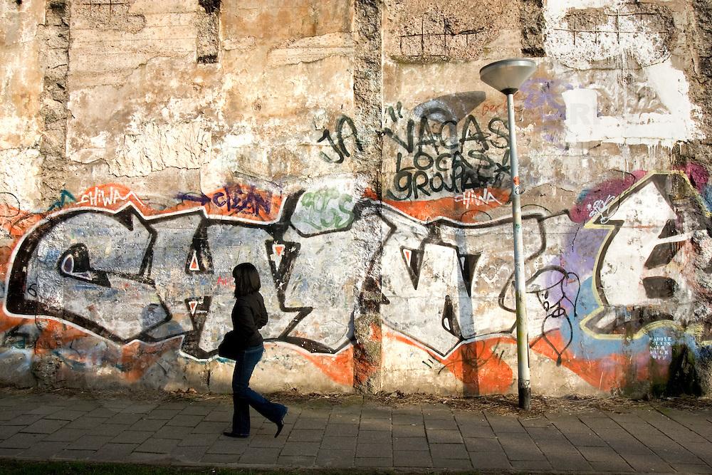 Nederland Rotterdam 19 februari 2007 .Graffiti op muur van oud voormalig trein station Hofplein. .David Rozing