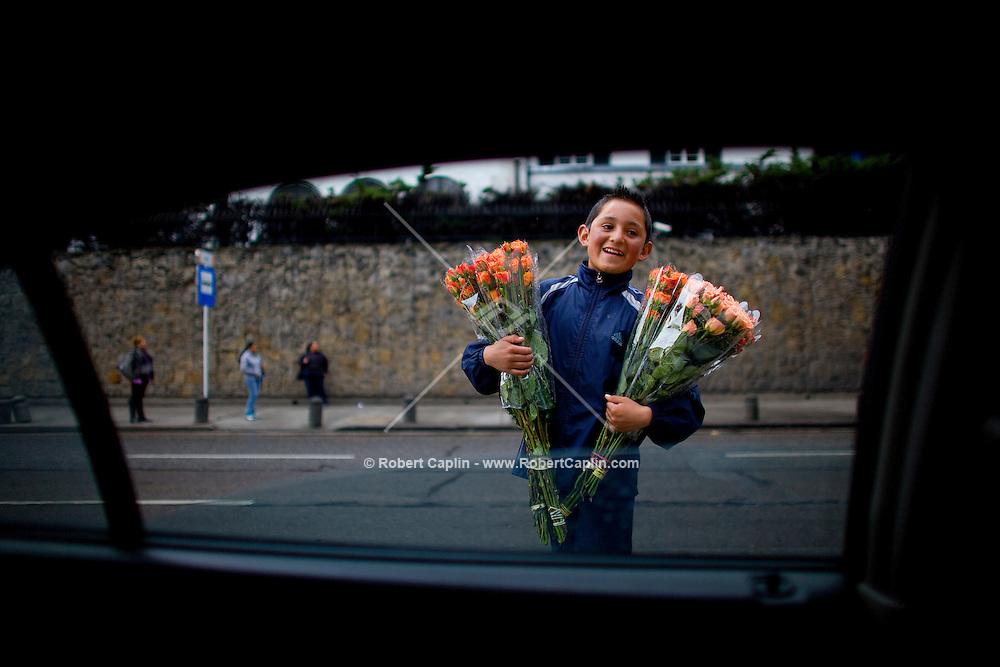 7a Avenue flower vendor in Bogotá, Colombia. ..Photo by Robert Caplin.