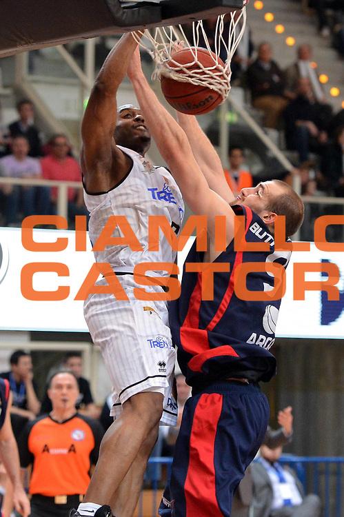DESCRIZIONE : Trento Final Four Eurobet 2013 Semifinale Novipiu Casale Monferrato Bitumcalor Trento<br /> GIOCATORE : Michael Umeh<br /> CATEGORIA : Schiacciata<br /> SQUADRA : Bitumalcalor Trento<br /> EVENTO : Trento Final Four Eurobet 2013<br /> GARA : Novipiu Casale Monferrato Bitumcalor Trento<br /> DATA : 09/03/2013<br /> SPORT : Pallacanestro<br /> AUTORE : Agenzia Ciamillo-Castoria/GiulioCiamillo<br /> Galleria : Legadue Trento Final Four Eurobet 2013<br /> Fotonotizia : Trento Final Four Eurobet 2013 Semifinale Novipiu Casale Monferrato Bitumcalor Trento
