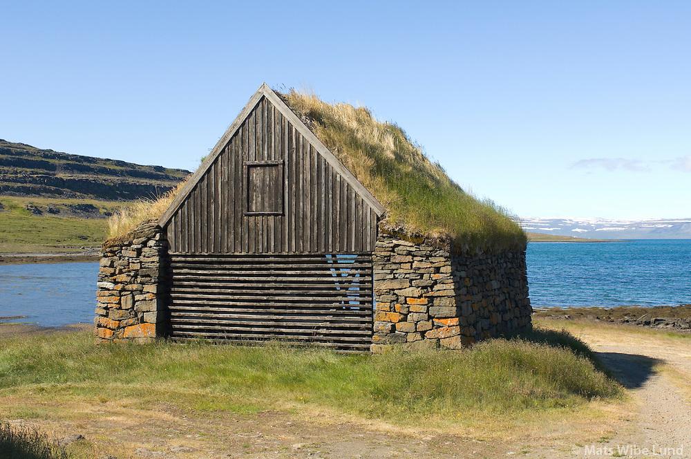 Verbúð, Vatnsfjörður, Súðavíkurhreppur áður Reykjarfjarðarhreppur / Fishermenns hut, Vatnsfjordur, Sudavikurhreppur former Reykjarfjardarhreppur.
