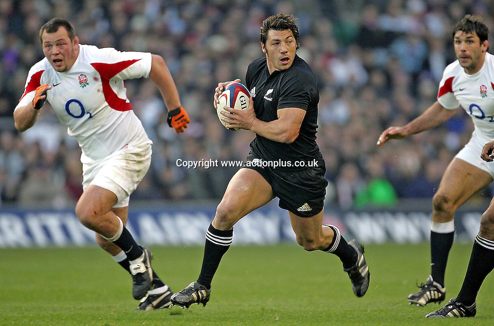 19 November 2005: New Zealand scrum-half Byron Kelleher runs with the ball during the Invesco Perpetual Series game between England and New Zealand played at Twickenham. New Zealand won the game 23-19 Photo: Steve Bardens/action plus<br /> <br /> <br /> 051119 all-blacks player man