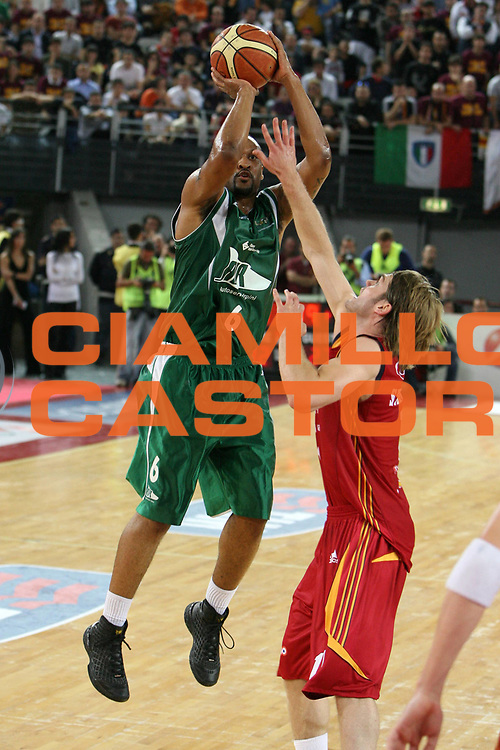 DESCRIZIONE : Roma Lega A1 2007-08 Playoff Semifinale Gara 1 Lottomatica Virtus Roma Air Avellino<br /> GIOCATORE : Devin Smith<br /> SQUADRA : Air Avellino<br /> EVENTO : Campionato Lega A1 2007-2008 <br /> GARA : Lottomatica Virtus Roma Air Avellino<br /> DATA : 23/05/2008 <br /> CATEGORIA : tiro<br /> SPORT : Pallacanestro <br /> AUTORE : Agenzia Ciamillo-Castoria/E.Castoria
