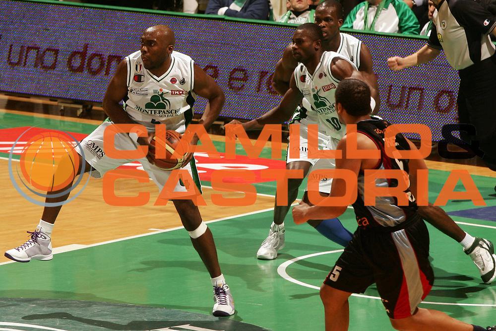 DESCRIZIONE : Siena Lega A1 2008-09 Montepaschi Siena Solsonica Rieti<br /> GIOCATORE : Henry Domercant<br /> SQUADRA : Montepaschi Siena<br /> EVENTO : Campionato Lega A1 2008-2009 <br /> GARA : Montepaschi Siena Solsonica Rieti<br /> DATA : 14/12/2008 <br /> CATEGORIA :<br /> SPORT : Pallacanestro <br /> AUTORE : Agenzia Ciamillo-Castoria/P.Lazzeroni