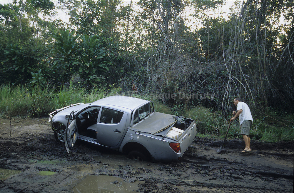 THE NEW FOUR WHEELS DRIVE STUCKED ON THE MUD, CONGO