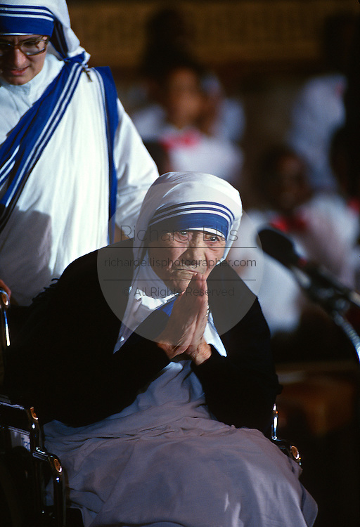 Mother Teresa, founder of the Missions of Charity order receives the Congressional Medal of Honor during a ceremony in the U.S. Capitol May 6, 1997 in Washington, DC.