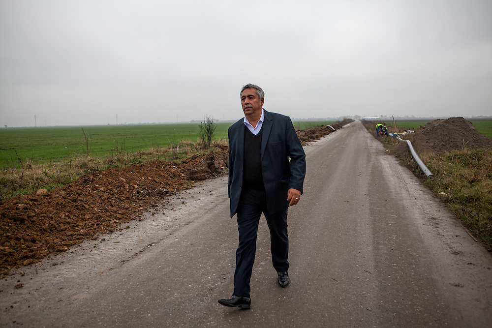 On the initiative of the first Roma councilor Gheorghe Tudor his village Marginenii de Jos was connected with this asphalt road of 2.7 km to the center of the commune Filippestii de Targ. Tudor is having a look at the water pipe construction side and the workers which will connect more houses in Marginenii de Jos with drinking water in the close future.