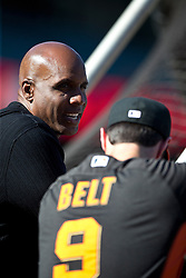 SAN FRANCISCO, CA - JULY 10:  Former Major League Baseball player Barry Bonds talks to Brandon Belt #9 of the San Francisco Giants during batting practice before the game against the Philadelphia Phillies at AT&T Park on July 10, 2015 in San Francisco, California.  The San Francisco Giants defeated the Philadelphia Phillies 15-2. (Photo by Jason O. Watson/Getty Images) *** Local Caption *** Barry Bonds; Brandon Belt