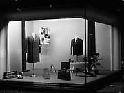"29/09/1960<br /> 09/29/1960<br /> 29 September 1960<br /> Switzers Window displays Grafton Street, Dublin for Robert Dawson Studios. Wool Time gift idea window at Switzers, ""Ideas for Men""."