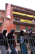 Roma  9  Maggio 2005  .Palazzo  Occupato in Viale Castrense  .Presido resistente contro il tentativo di sgombero da parte dell polizia...Rome, May 9, 2005. Busy building in Via Castrense.Resistant garrison against the attempted eviction by the police..