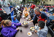 11月25日, 志愿者送上免费节日大餐。当天,在美国洛杉矶感恩节前夕,慈善社团为数千贫民区(Skid Row)居民和无家可归者提供免费节日大餐。(新华社发 赵汉荣摄)<br /> A volunteer serves Thanksgiving meal Wednesday November 25, 2015, in Los Angeles. Thousands of Skid Row residents and homeless people from downtown and beyond were served Thanksgiving dinners during the Los Angeles Mission's annual holiday feast.  (Xinhua/Zhao Hanrong)(Photo by Ringo Chiu/PHOTOFORMULA.com)<br /> <br /> Usage Notes: This content is intended for editorial use only. For other uses, additional clearances may be required.