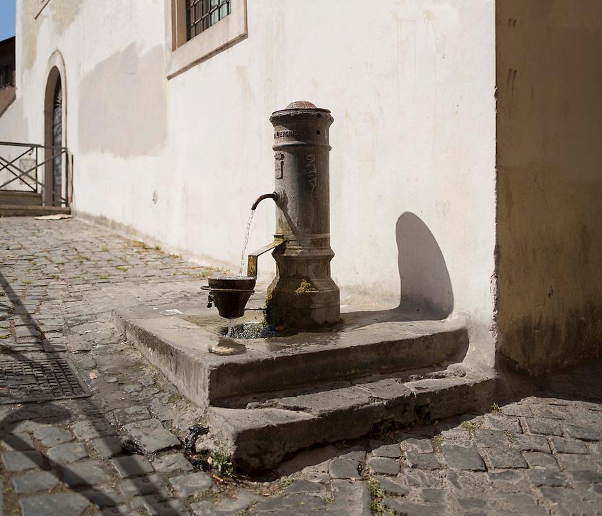fontanella romana, nasone,<br /> roman standpipe, Roman fountain