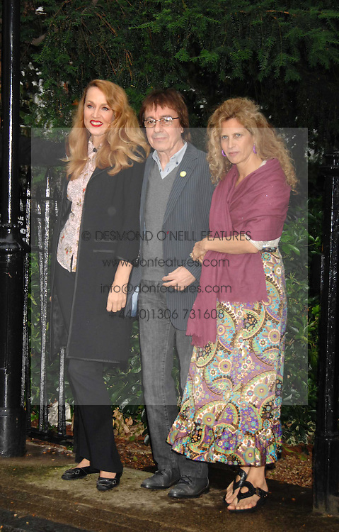 Left to right, JERRY HALL and BILL & SUZANNE WYMAN at the annual Sir David & Lady Carina Frost Summer Party in Carlyle Square, London SW3 on 5th July 2007.<br /><br />NON EXCLUSIVE - WORLD RIGHTS