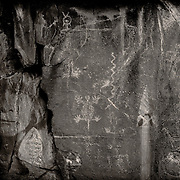 Petroglyphs by the hisat'sinom (sinagua), original bow from 1100 AD, embedded a photo of a Hopi man from 1900