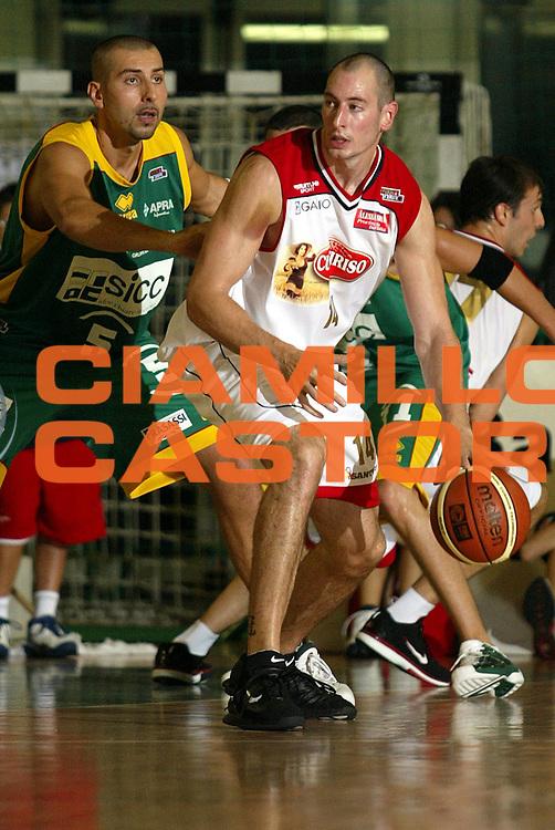 DESCRIZIONE : CASALE MONFERRATO CAMPIONATO ITALIANO LEGA2<br />GIOCATORE : BOUGAIEFF<br />SQUADRA : CURTIRISO CASALE<br />EVENTO : CAMPIONATO ITALIANO LEGA2<br />GARA : CURTIRISO CASALE-SICC JESI<br />DATA : 02/10/2005<br />CATEGORIA : Palleggio<br />SPORT : Pallacanestro<br />AUTORE : AGENZIA CIAMILLO &amp; CASTORIA/Stefano Ceretti
